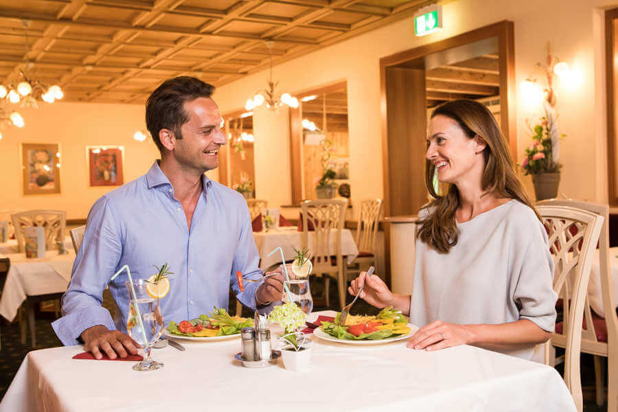 OptimaMed Oberzeiring Restaurant Abendessen